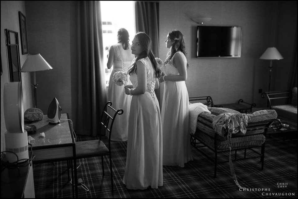 Newcastle Wedding Photographers, Bridesmaids at the Vermont Hotel in Newcastle, photgraphed by ChrisChevPhotographer