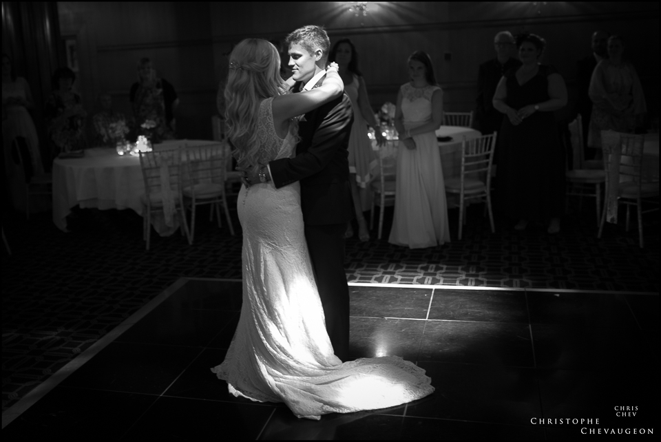Vermont Hotel wedding Photography. First dance by ChrisChevPhotographer
